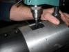 Специальный станок обеспечивает точное сверление и обработку отверстий труб